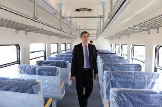 Pasajeros del Mitre celebran los nuevos trenes 0km del ramal Suárez - 24 Baires